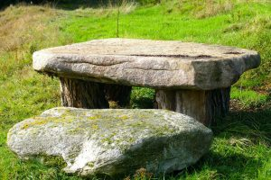 a kő a mediterrán kertben